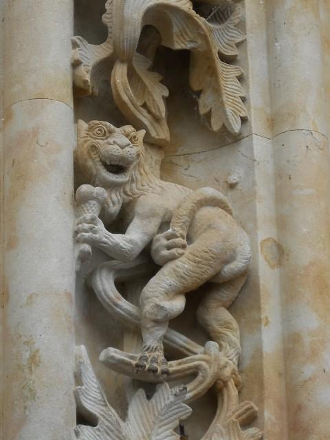 Giải mã bí ẩn bức tượng phi hành gia ở nhà thờ cổ 300 năm tuổi - ảnh 3