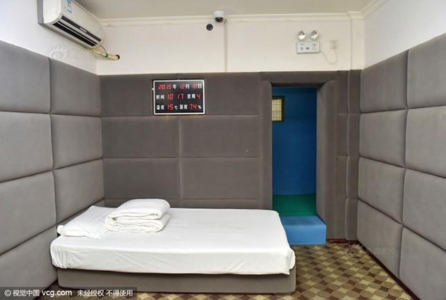 """Phòng giam """"chống tự tử"""" dành cho các quan tham ở Trung Quốc - ảnh 1"""