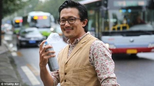 Không khí sạch đóng chai bán chạy như tôm tươi tại Trung Quốc - ảnh 1
