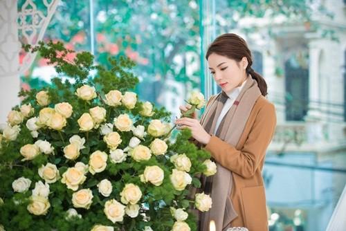 'Bạn trai' đưa Hoa hậu Kỳ Duyên đi chọn hoa cưới - ảnh 5
