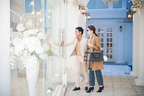 'Bạn trai' đưa Hoa hậu Kỳ Duyên đi chọn hoa cưới - ảnh 2