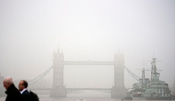 Nước Anh báo động vì mưa máu và sương độc - ảnh 2