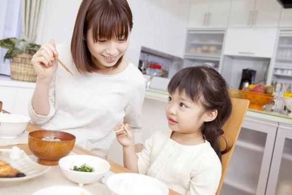 Học mẹ Nhật cách khen con đúng