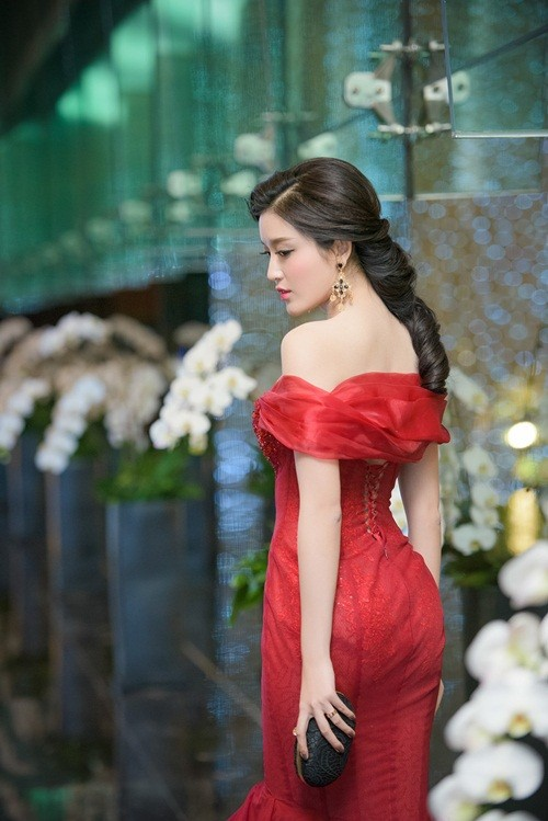 Huyền My, Hoàng Thùy Linh đọ dáng sexy bất chấp giá lạnh - ảnh 6