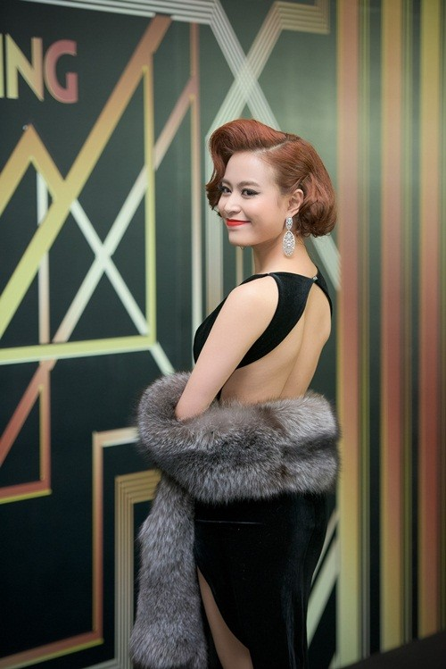 Huyền My, Hoàng Thùy Linh đọ dáng sexy bất chấp giá lạnh - ảnh 9