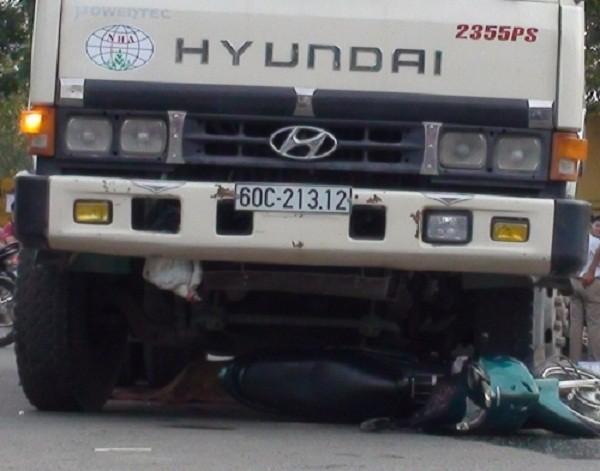 Thương tâm cô gái chết thảm dưới bánh xe ben - ảnh 1