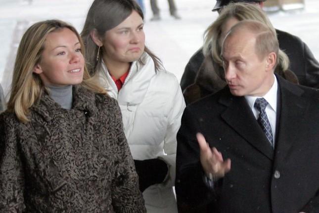 Tổng thống Nga Putin tiết lộ về hai cô con gái - ảnh 1