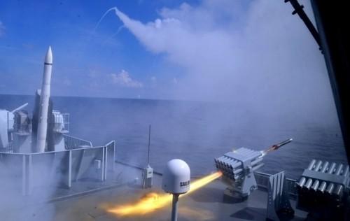Hải quân Trung Quốc tiến hành tập trận trên Biển Đông - ảnh 2
