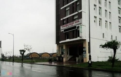 Nhà nghèo nhất thôn mua 12 lô đất sát sân bay quân sự - ảnh 2