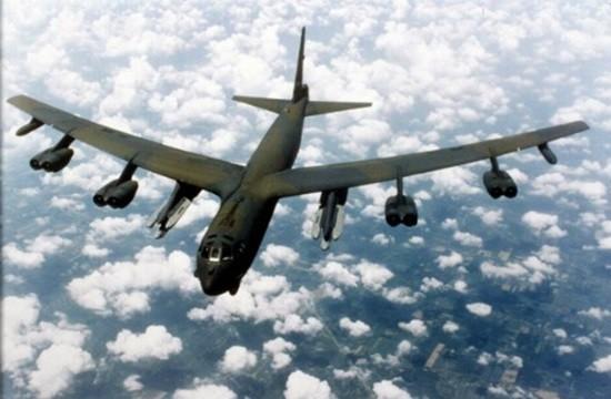 Máy bay B-52 Mỹ áp sát đảo nhân tạo TQ bồi đắp ở Biển Đông - ảnh 1