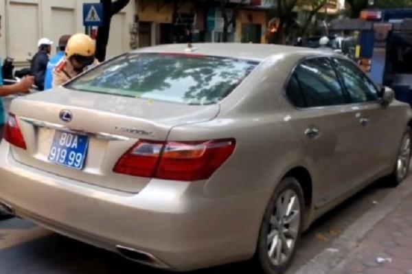 Xe Lexus mang biển xanh 80A-919.99 giả - ảnh 1