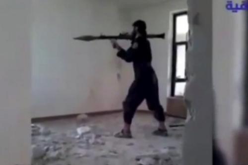 Chiến binh IS nổ tung vì súng phóng lựu cướp cò? - ảnh 1