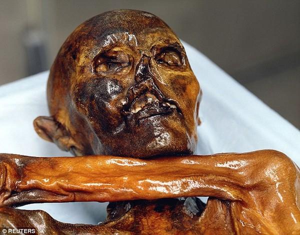 Phát hiện hình xăm cổ đại nhất thế giới trên xác ướp 5.300 tuổi - ảnh 1