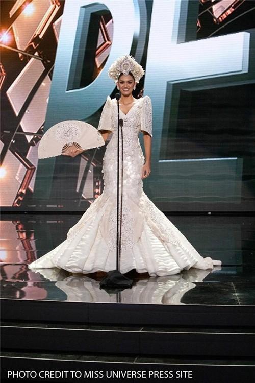 Ngắm vẻ đẹp nóng bỏng của tân Hoa hậu Hoàn vũ Philippines - ảnh 4