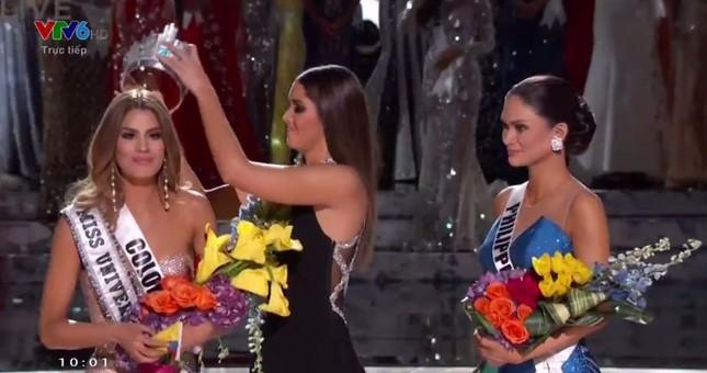 Giây phút sốc của hoa hậu Colombia khi bị gỡ vương miện - ảnh 1