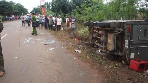 Bị xe tải đâm trực diện, 4 nữ sinh thương vong - ảnh 1