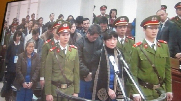 Đại án tham nhũng tại Agribank Nam Hà Nội: 18 bị cáo hầu tòa - ảnh 1
