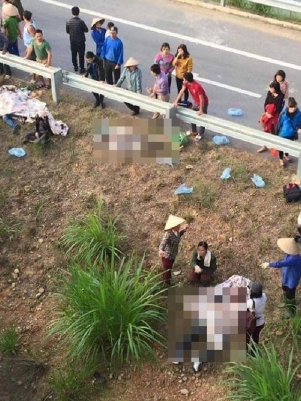 Xe khách tông nhau trên cao tốc Nội Bài - Lào Cai do nổ lốp - ảnh 1