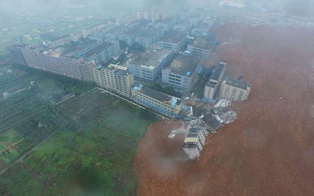 Video: Lở đất kinh hoàng 'nuốt chửng' nhiều tòa nhà ở TQ - ảnh 1