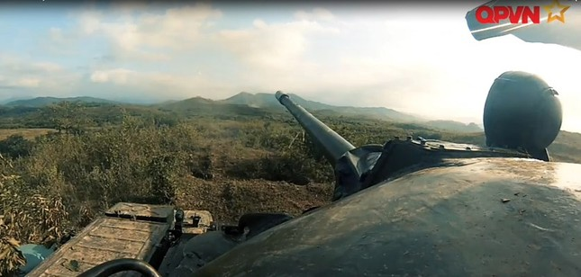 Cận cảnh Quân đội Việt Nam diễn tập thực binh bắn đạn thật - ảnh 1