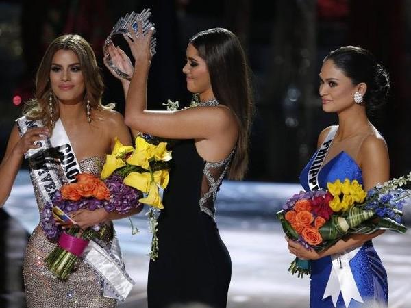 Clip: Sự cố trao nhầm vương miện tại Hoa hậu Hoàn vũ 2015 - ảnh 5