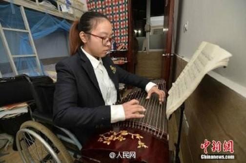Cảm động cô bé khuyết tật nhận học bổng trường Hoàng gia - ảnh 3