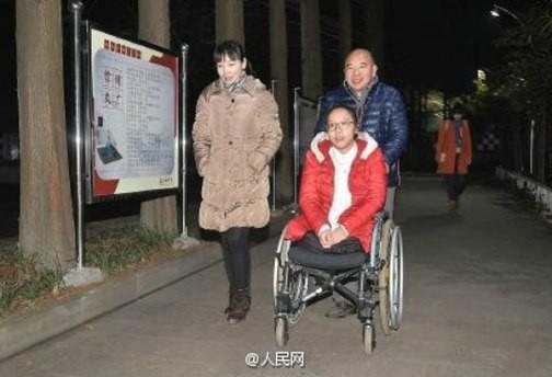 Cảm động cô bé khuyết tật nhận học bổng trường Hoàng gia - ảnh 5