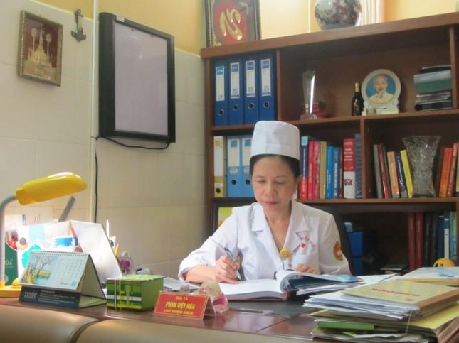 Trò chuyện với nữ chiến sỹ mặc áo blouse trắng nhân ngày 22/12 - ảnh 1