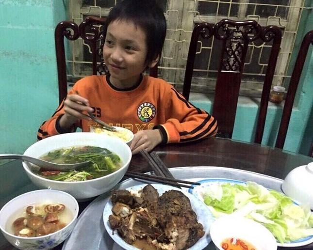 Hà Nội: Bé trai 10 tuổi lạc giữa quốc lộ lúc nửa đêm - ảnh 1