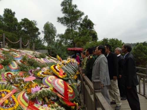 Hàng nghìn lượt người viếng mộ Đại tướng Võ Nguyên Giáp ngày 22/12 - ảnh 2