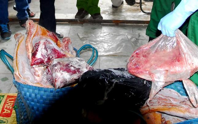 Bắt giữ hơn 2 tấn nầm lợn thối chuẩn bị lọt vào thị trường TP.HCM - ảnh 2