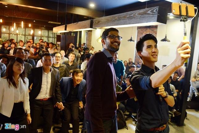 CEO Google ăn kẹo dồi chó, uống trà chanh vỉa hè với Nguyễn Hà Đông - ảnh 3