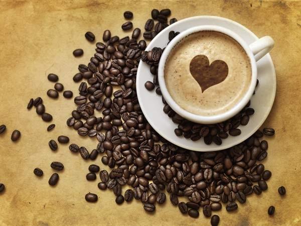 Cách phân biệt cà phê độc hại chỉ với ly nước lọc - ảnh 1