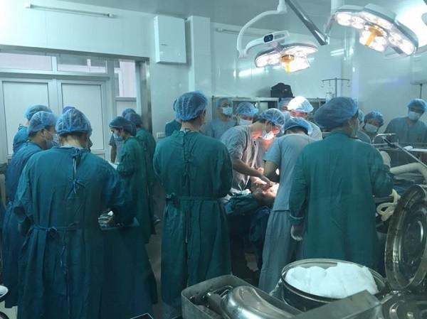 Phẫu thuật thành công  khối u 'khủng' cho người phụ nữ Dao đỏ  - ảnh 1