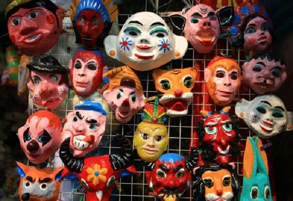 Phát hiện mối nguy hiểm tiềm tàng trong những chiếc mặt nạ đồ chơi - ảnh 1
