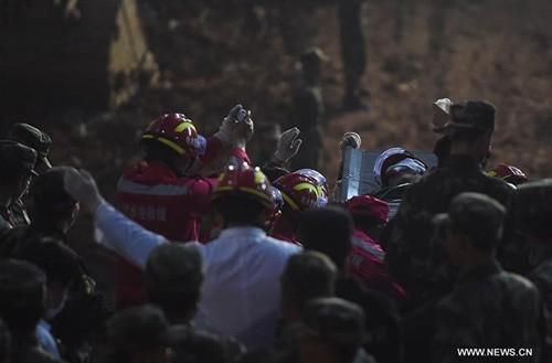 Nạn nhân đầu tiên sống sót trong vụ lở đất ở Trung Quốc - ảnh 3