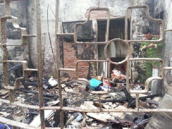 Vợ chồng trẻ chết lặng khi chứng kiến 'mái ấm ' chìm trong lửa  - ảnh 1