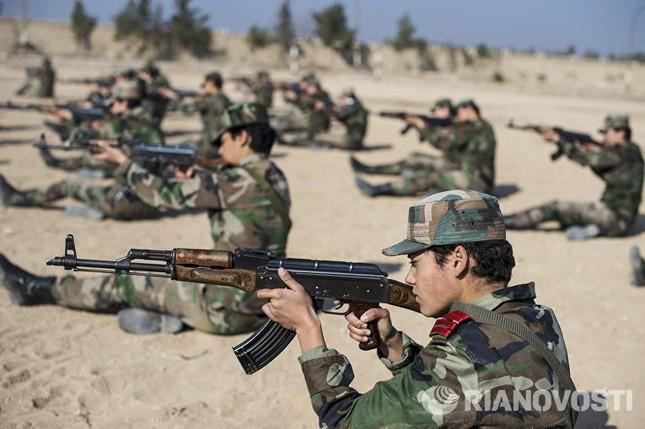 Cận cảnh nữ học viên quân sự luyện tập tại vùng chiến sự ở Syria - ảnh 7