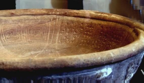 Phát hiện cổ vật 3000 năm có hình dáng giống điện thoại di động  - ảnh 3
