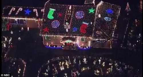 Xây nhà phát sáng đón Giáng sinh cùng bố mẹ trên thiên đường - ảnh 1