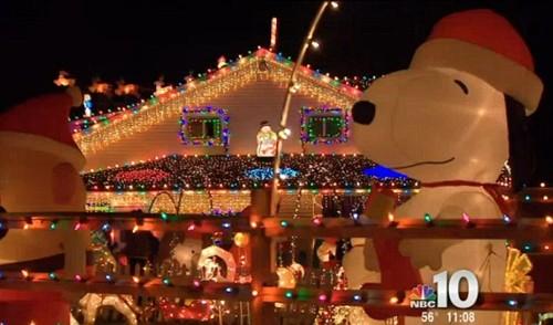 Xây nhà phát sáng đón Giáng sinh cùng bố mẹ trên thiên đường - ảnh 3