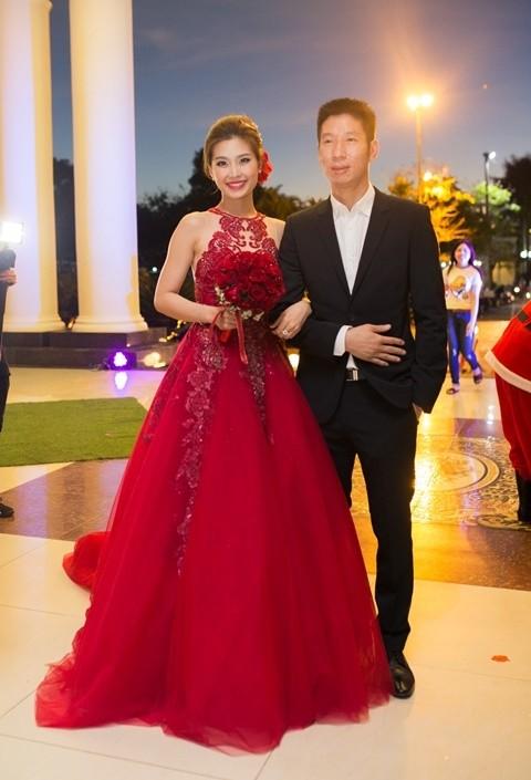 Đám cưới ngập tràn không khí Giáng sinh của Á hậu Diễm Trang - ảnh 1