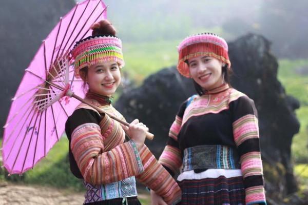 Chân dung cô gái dân tộc Mông xinh đẹp khiến dân mạng 'náo loạn' - ảnh 2