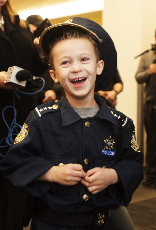 Bé 7 tuổi trở thành cảnh sát trưởng trong 1 ngày - ảnh 3