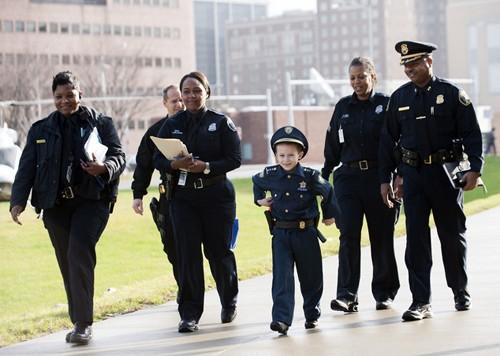 Bé 7 tuổi trở thành cảnh sát trưởng trong 1 ngày - ảnh 5