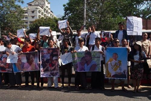 Hàng trăm người biểu tình trước ĐSQ Thái Lan phản đối án tử hình - ảnh 1