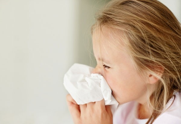 Mách mẹ cách phòng và trị cảm cho bé trong mùa đông - ảnh 1