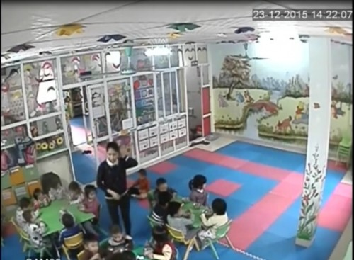 Trải lòng của mẹ cô giáo đánh đập, lột quần áo trẻ vì tè dầm - ảnh 2