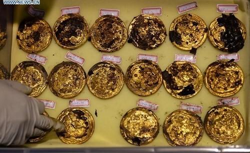 Phát hiện hàng trăm thỏi vàng bên trong mộ 2.000 năm - ảnh 3