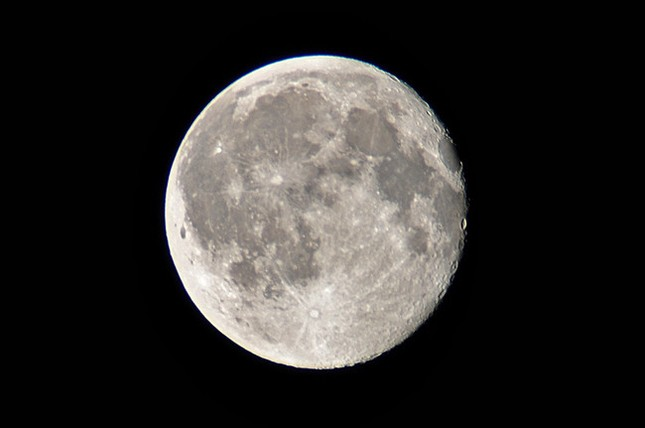 Sự thật đáng kinh ngạc về mặt trăng mà bạn chưa từng biết - ảnh 1